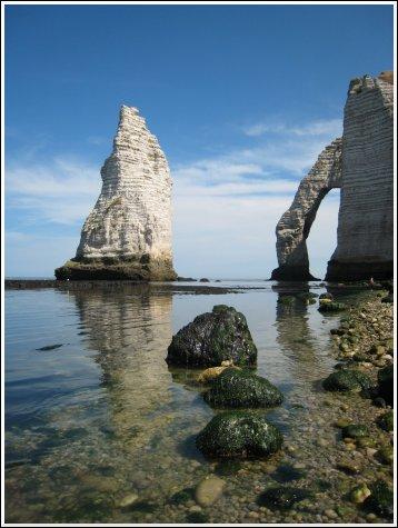 http://www.thbz.org/images/france/etretat2008/aiguille-arche-1.jpg