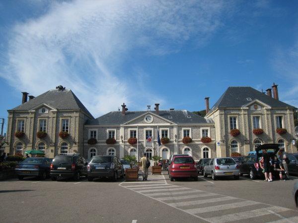 http://www.thbz.org/images/france/etretat2008/mairie.jpg