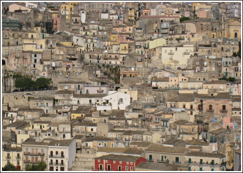 http://bloc-notes.thbz.org/images/europe/sicile/raguse-verticale.jpg